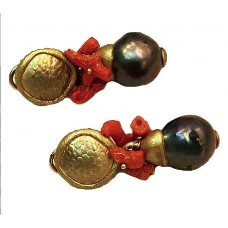 Orecchini in argento 925 placcato oro 25 carati a spessore con corallo naturale e perle nere